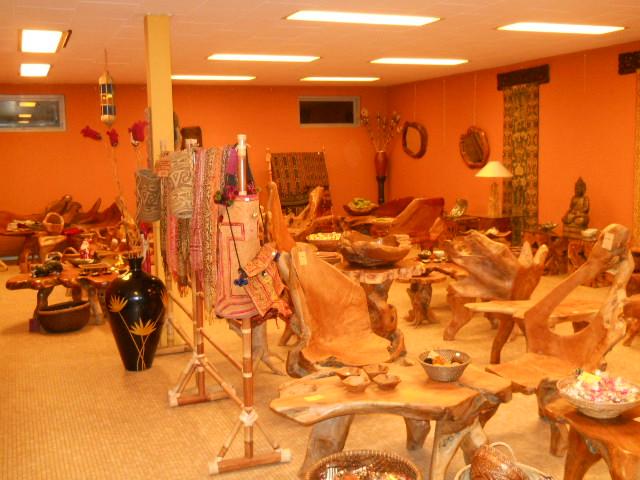 Rummet med teakrodsmøbler