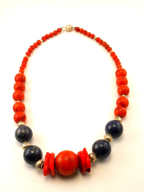 Lapis lazuli, rød koral, sterlingsølv.